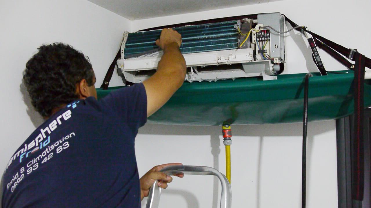 Nettoyage du bac condensat climatisation La Réunion